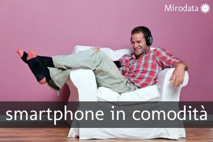 Con lo smartphone in poltrona